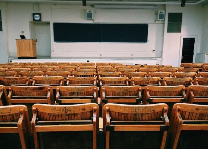 医学部で留年した場合の大学生活への影響